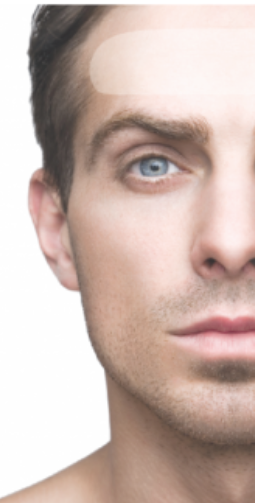 Hombre con parches antiarrugas Facial Smoothies aplicar frente