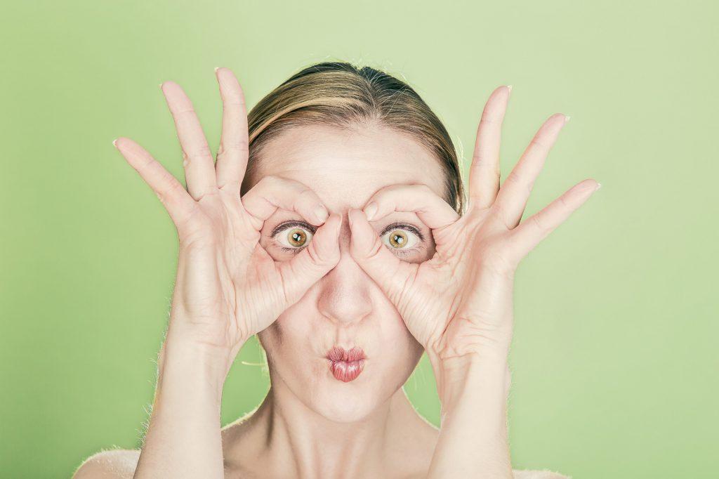 yoga facial o gimnasia te ayuda a reducir las arrugas y relajar líneas de expresión