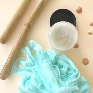Disfruta del poder exfoliador de Sugar Oil con ingredientes que dejan tu piel suave como la seda